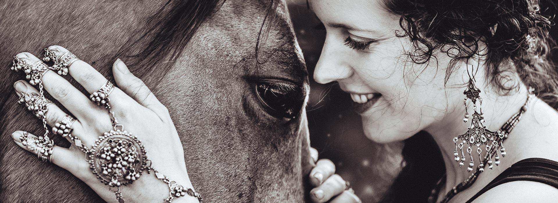slide09_horse
